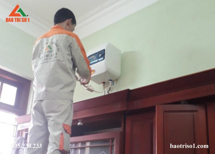 Bước cuối, kỹ thuật tiến hành lắp đặt lại thiết bị sau khi bảo dưỡng xong kiểm tra tình trạng bình