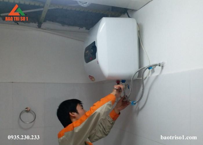 Lắp đặt bình nóng lạnh Ariston tại Hà Nội