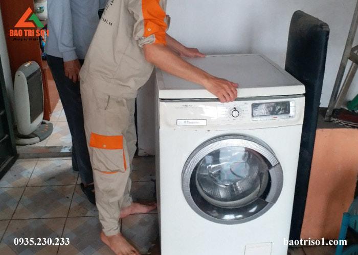 Máy giặt đã được lắp đặt xong sau khi kỹ thuật tiến hành khảo sát xong