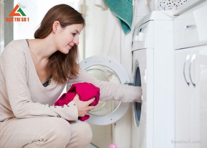 Máy giặt được hoạt động trở lại bình thường sau khi lắp đặt xong