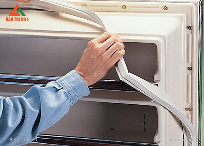 Hướng dẫn thay gioăng tủ lạnh tại nhà