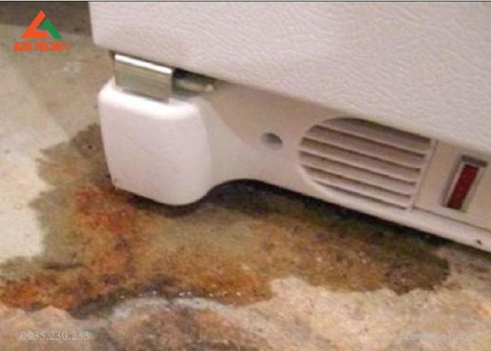Sửa tủ lạnh chảy nước đơn giản